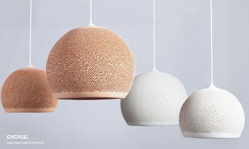 SPONGE UP!Esfera hecha de cerámica con textura porosa por donde la luz se filtra a través de ella, por lo tanto se convierte en más de una lámpara, diseño único e inusual que consigue una mirada muy particular a lo largo de su superficie irregular.http://www.potteryproject.com/