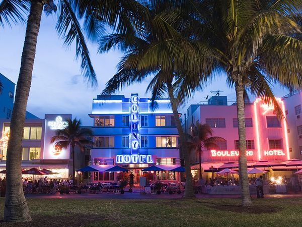 Art Deco Walking Tour, South Beach (Miami, FL)