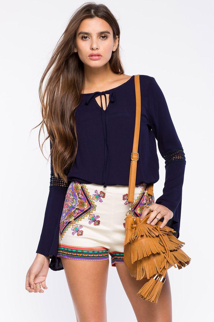 Блуза Размеры: S, M, L Цвет: темно-синий, малиновый, белый Цена: 1353 руб.   #одежда #женщинам #блузы #коопт
