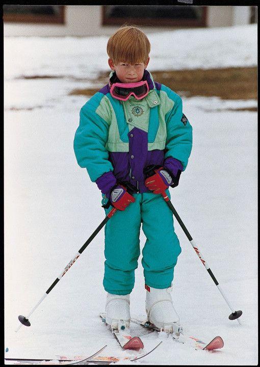 Rodziny królewskie i ich nieoficjalne zdjęcia. Niektóre z pewnością wywołają uśmiech. Książę Harry w 1991 roku na nartach w Austrii.