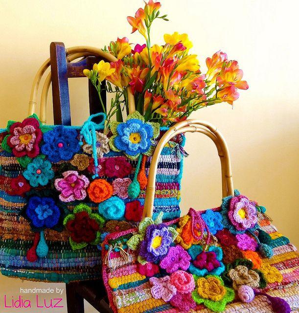 Cheiro de primavera, bolsas de crochê by Lidia Luz, via Flickr - had some of these rugs, wonder what I did with them...