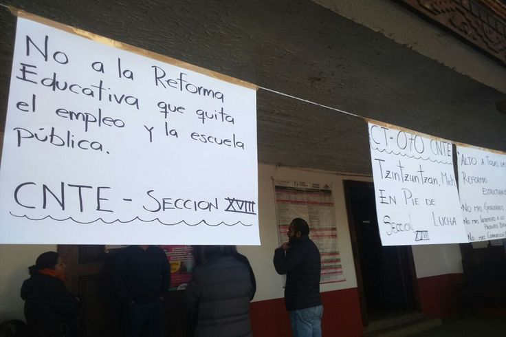 Exigen bonos pendientes, garantizar el pago de quincenas y aguinaldos en este fin de año y manifiestan su rechazo a la reforma educativa – Morelia, Michoacán, 30 de noviembre de ...