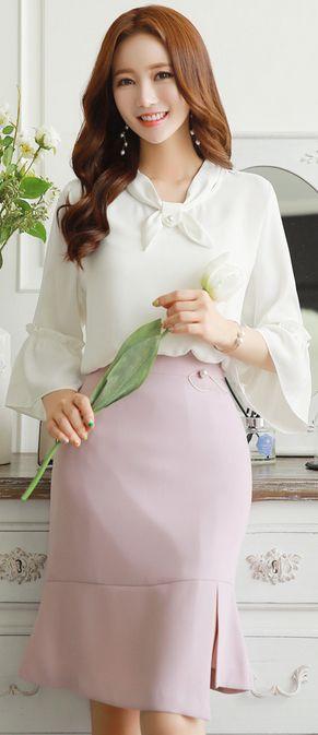 StyleOnme_ Pearl Brooch Set Front Slit Flounced Skirt #pink #elegant #feminine #koreanfashion #kstyle #springtrend #skirt #dailylook