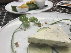 タイスイーツパクチーとチーズのパクチーズケーキ(-)濃厚なクリームチーズにライムとパクチーの爽やかさが好相性()vパクチーの味はきつくなく チーズとベストマッチ() ココナッツミルクで煮た もち米にマンゴーをのせた タイで人気のデザート カオニャオマムアンで デザートタイム(((o(゚゚)o))) タイ気分を 味わいました  ゴールデンシャワーツリー 池袋 サンシャイン店 http://ift.tt/2rHpnfc  tags[東京都]