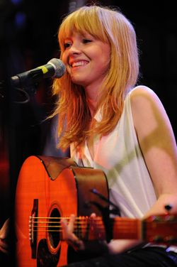 Doesn't she have the most adorable face ever? LUCY ROSE I love you