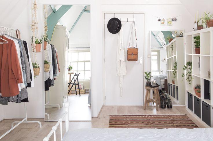 Maak van de spiegels bij je thuis essentiële eyecatchers. | #STUDIObyIKEA #IKEAnl #IKEA #woonkamer #vergroten #spiegels #ruimte