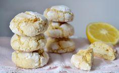 Ces petits biscuits craquelés parfumé au citron sont délicieux et accompagne à merveille le thé j'ai trouvé la recette sur le blog de Maryse&cocotte Ingrédients: -Le jus et le zeste d'un citron bio de préférence -100 g de beurre mou -1 œuf -120 g de sucre...