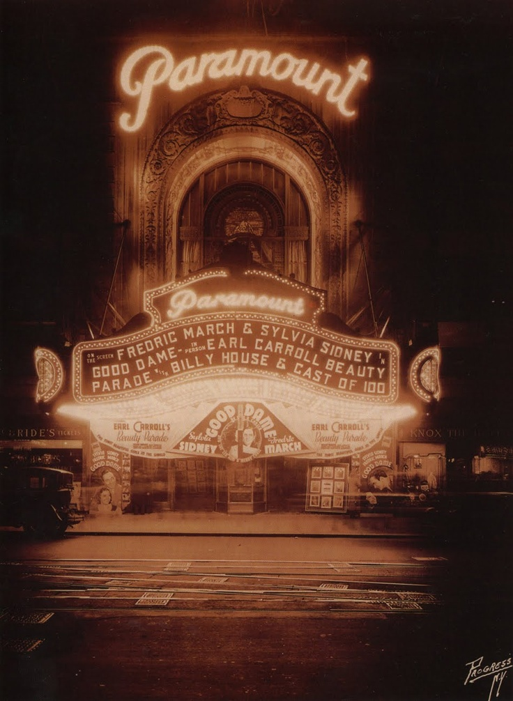 How I long for the grand old days when going to the movies was an elegant event. Why can't they make movie theaters like this anymore?!(The Paramount Movie Theatre, Times Square.1934)
