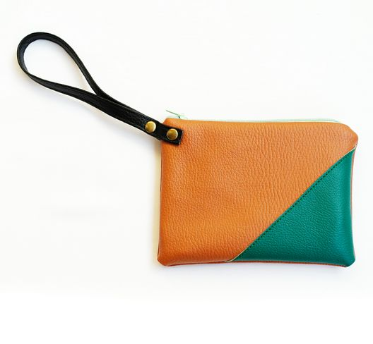 How gorgeous is this L.A.R.K clutch!