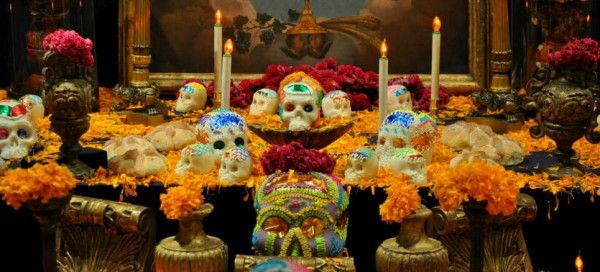Un altar de muertos es rendir honor a nuestros familiares o allegados que han fallecido y de cierta manera es hacerles saber que los extrañamos