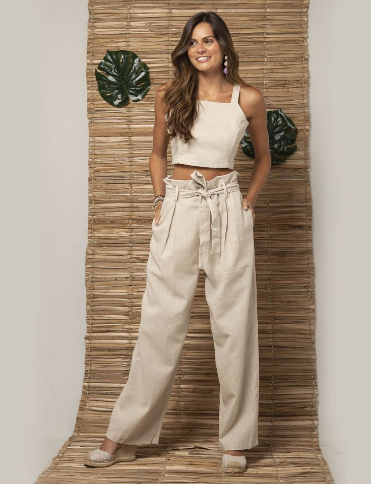 HIPNOX | COLEÇÃO JARDINS | PRIMAVERA-VERÃO 2019 | CROPPED COM RECORTES DE LINHO NATURAL | CALÇA PA… | LOOKBOOK | COLEÇÃO JARDINS | PRIMAVERA-VERÃO 2019 de 2019 | Roupas, Calça pantalona e Calças de verão