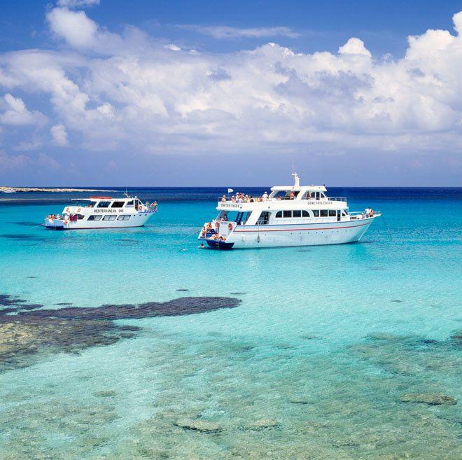 En Chipre, la Laguna Azul se encuentra en la península de Akamas.