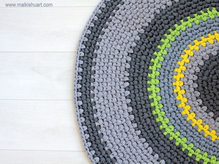 Crochet T shirt yarn rag rug Made of T-Shirt yarn - Trapillo