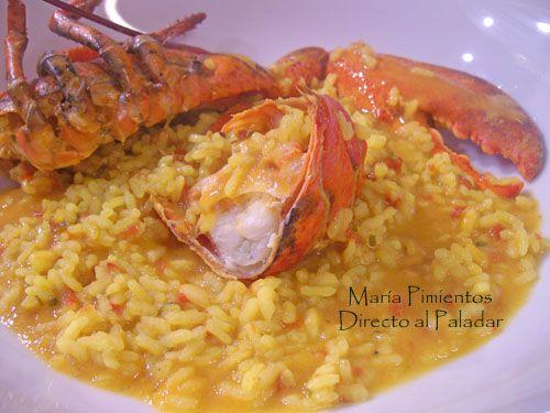 Un arroz con bogavante, en su punto, es algo sublime. Es meloso, sabroso, sabe a mar, a marisco. Empezamos a comer el arroz, caliente, a penas lo m...