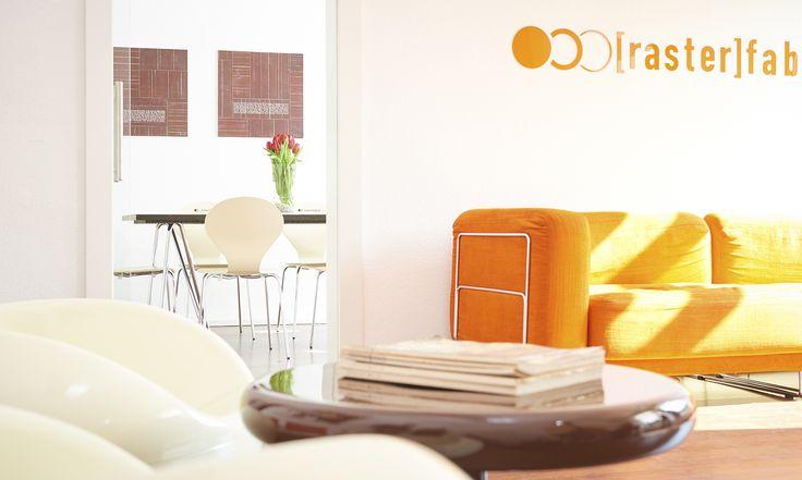 werbeagentur, [raster]fabrik gmbh, style, orange, besprechungsraum, 70er jahre sessel, sofa, einblick agentur