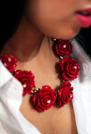 DIY Rose Beaded Necklace.