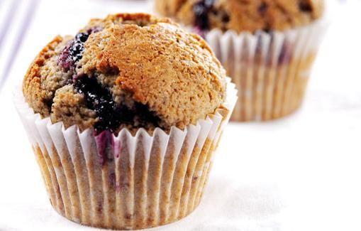 Tässä on ohje helppotekoisille ja herkullisille muffineille. Saat vaihtelua ohjeeseen vaihtamalla esimerkiksi kerman kookoskermaan.