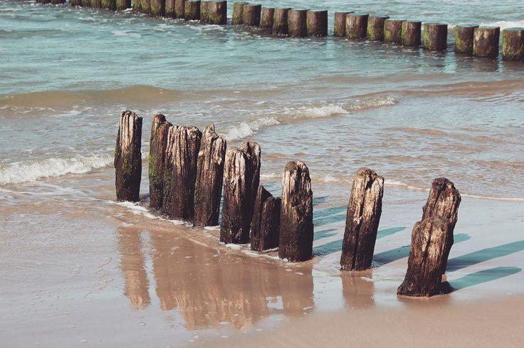 Something peaceful . . . #ustka #ustkanafali #igerspoland #igerseurope #igerseu #travelcommunity #timeoutsociety #teamwanderlust #welivetoexplore #wltraveler #wearetravelgirls #ladiesgoneglobal #thetravelwomen #femmetravel #girlslovetravel #wonderful_places #beautifuldestinations #thevisualpassport #unfoldingroad #travel_drops #seaside #beachlife #peacefullandscape #polskiemorze #instagood
