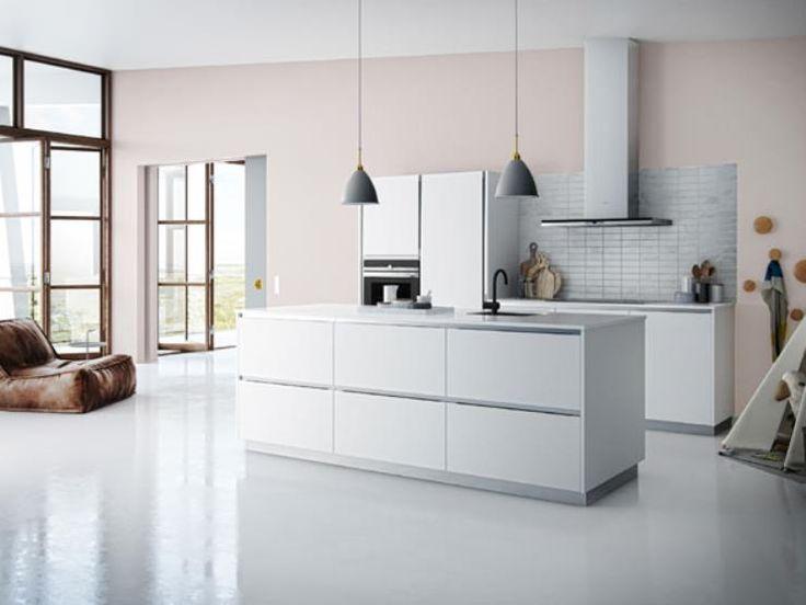 Met de nieuwe keukenserie Tinta van Kvik krijg je functionaliteit en Deens design tegen lage prijzen. Bij Kvik kun je een coole en persoonlijke keuken krijgen. Kom voor meer inspiratie langs in onze winkel in Amsterdam Westpoort!