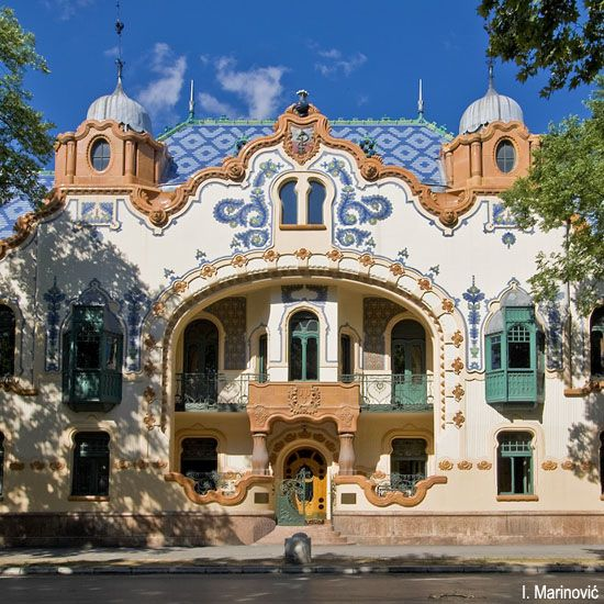 Art Nouveau house in Budapest. Like a fairy tale! <3