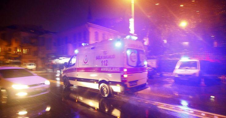 Útočník, ktorý v preoblečení za Santu Clausa vtrhol do podniku Reina nachádzajúceho sa vo štvrti Ortaköy a spustil paľbu zo strelnej zbrane, je stále na úteku.