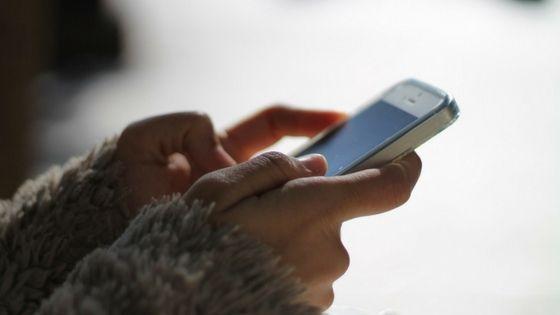 WhatsApp è il male per le donne. Bionde, more o rosse che siano... In questo post vi spiegheremo come eliminare le spunte blu di WhatsApp