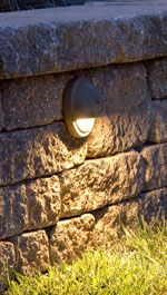 Retaining wall lighting