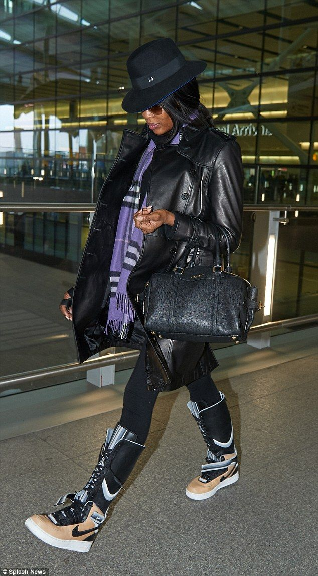 Naomi Campbell has a rare fashion fail as she touches down in London #dailymail