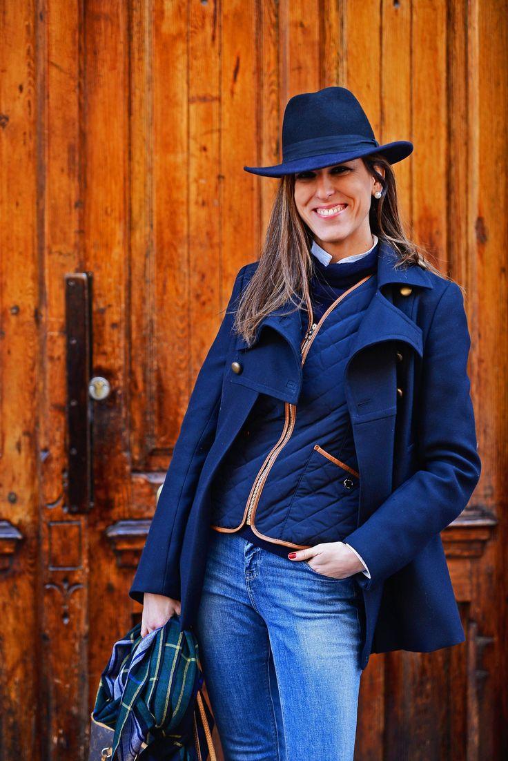 pantalon pitillo vaquero-pantalon pitillo-pitillo vaquero-pitillos vaquero-jeans-abrigo azul-abrigo doble botonadura-chaleco azul-chaleco acolchado-blog de moda-blogueras de moda-bloggers de moda españolas