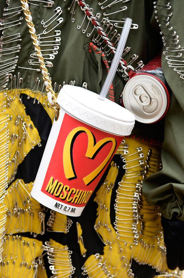 Bolsa Copinho da Moschino, será que vem cheio de coca-cola?