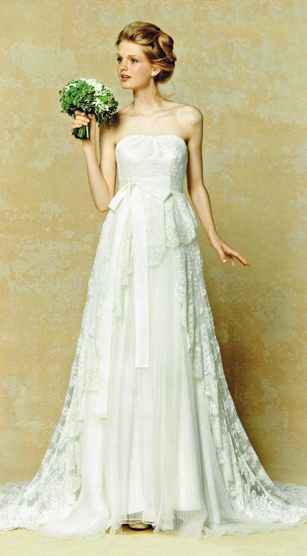 フランスレースとプリーツオーガンジーを贅沢に使ったラグジュアリーなウェディングドレス