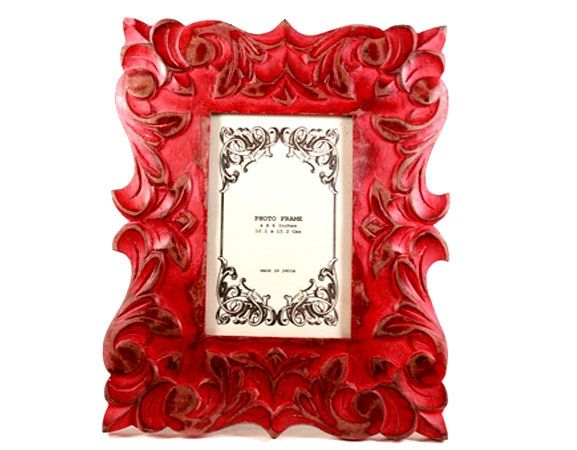 Ruby Remembrance, a handmade, hand-painted wooden photo frame from India available in Norway and Sweden at Gauri Arts