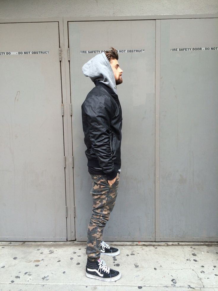 Uma das minhas sobreposições preferidas é moletom + jaqueta de couro. Fica incrível, urbano, moderno, contemporâneo, sexy... Enfim... aposte!