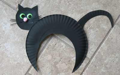 Paper Plate Black Cat - I would use a black paper plate and construction paper instead of painting white plates/paper... but still really cute and simple!
