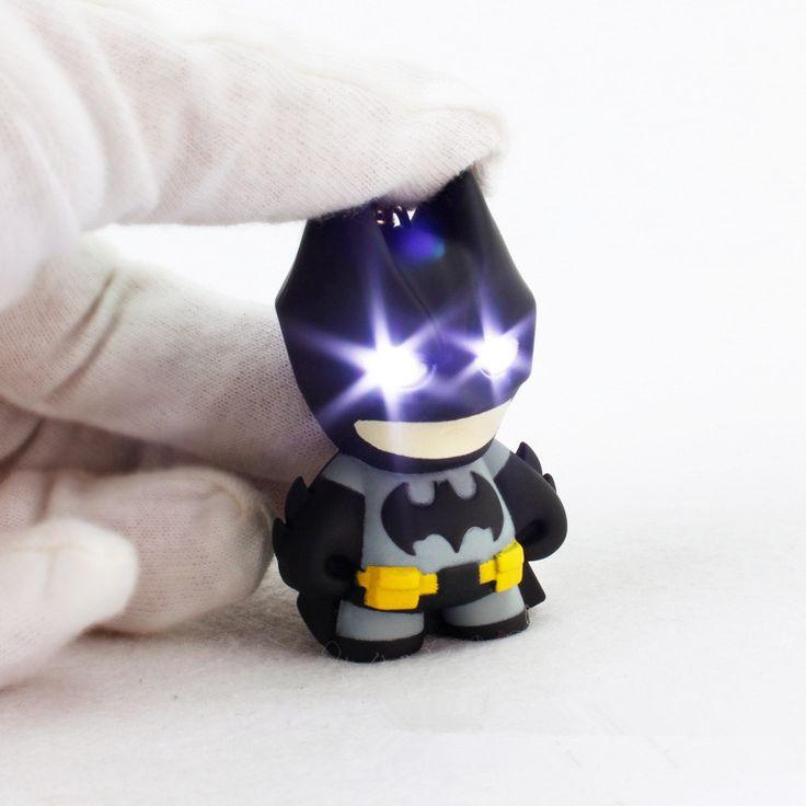 2016 l'arrivée de nouveaux super - héros Batman Led trousseau lampe de poche pendentif porte-clés mignon Action Figure porte-clés Cool cadeau ZKBMBS