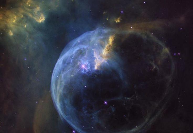 La nébuleuse de la Bulle, appelée NGC 7635, se trouve à 8 000 années-lumières de notre planète. | HUBBLE SPACE TELESCOPE / NASA / ESA