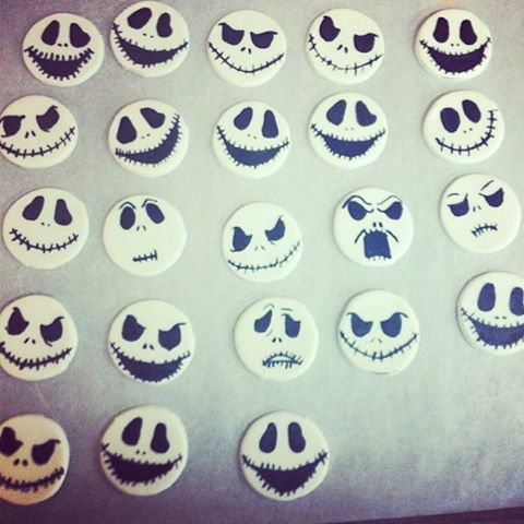 Jack Skellington fondant cupcake toppers!