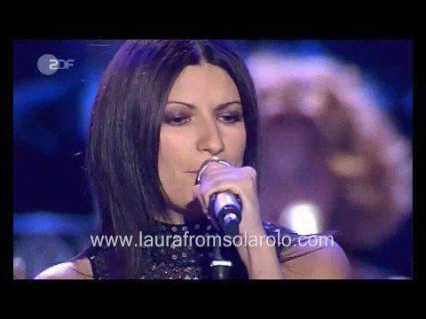 Laura Pausini - Pavarotti & Friends 2003 - YouTube