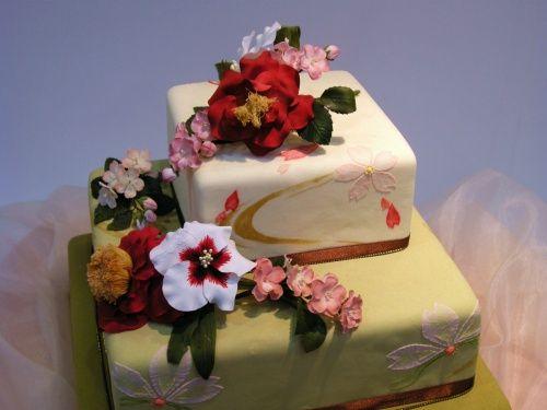 Lovely Asian wedding cake made by Japanese designer/artist Kabegami....