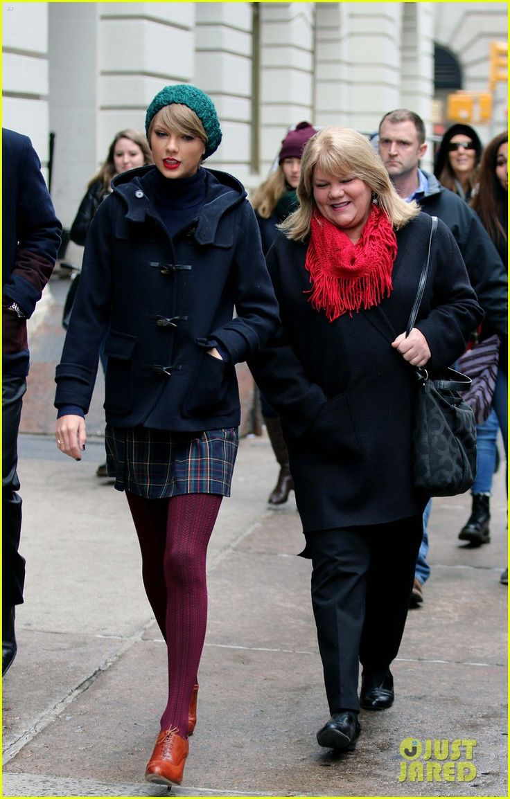 taylor-swifts-mother-andrea-diagnosed-with-cancer-17.JPG (779×1222)