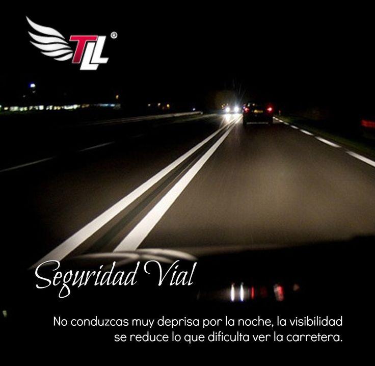 En esta época de Semana Santa si va a viajar de noche sea muy prudente. #SeguridadVial #Carreteras #Colombia