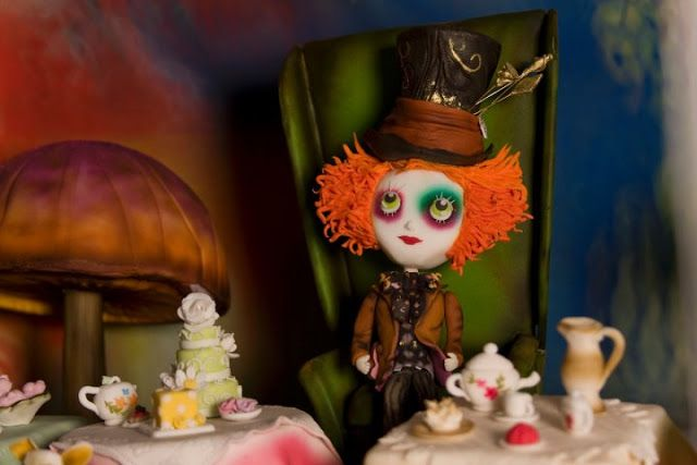 Beautiful Alice in Wonderland Cake.
