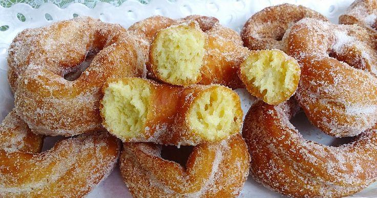Fuente: floruca.wordpress.com   Prepararemos 40 rosquillas. Cada una aporta 90 kcal   Vamos a necesitar   200 gramos de azúcar  La piel de...