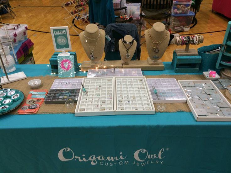 Center focal point in the middle Origami Owl event setup for table display
