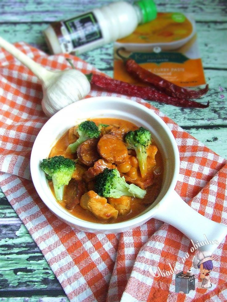 http://www.obados-na-obiados.com/2014/06/curry-z-brokuem-chorizo-i-cieciorka.html