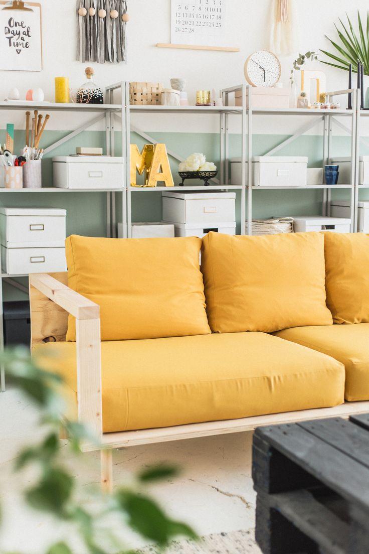 DIY Wooden Studio Sofa | @fallfordiy