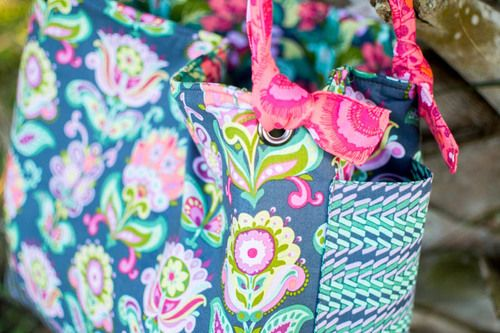 Your kids' backpacks all come with laptop pockets built right in... why not  your next tote bag? Last week when I sewed up the Garden on the Go Bag.I  decided to add a laptop pocket to the interior so I could bring my laptop  along to the soccer field.