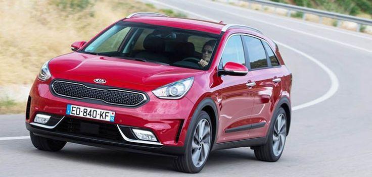 La marca surcoreana de automóviles Kia iniciará durante el próximo mes de septiembre la venta en el mercado español de su nuevo crossover híbrido Niro, que tiene una potencia total de 141 caballos y logra un consumao de gasolina de 3,8 litros por cada cien kilómetros recorridos.