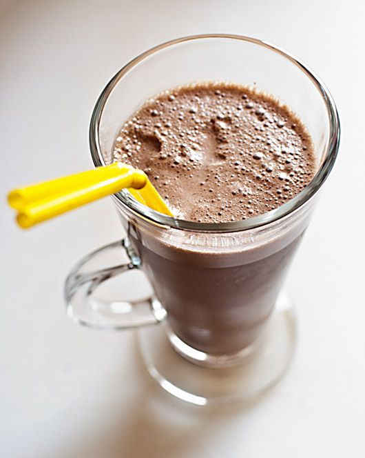 Batido de crema de chocolate y avellanas. Thermomix 150 gr. de helado de vainilla,  100 gr. de helado de chocolate,  250 gr. de leche entera,  2 cucharadas colmadas de crema de chocolate con avellanas.