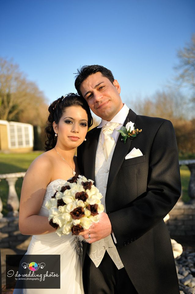 Bride & Groom, with stunning bouquet. jenkins photography